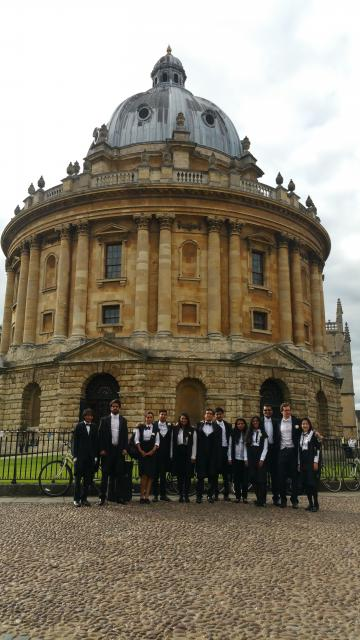 group outide radcliffe camera